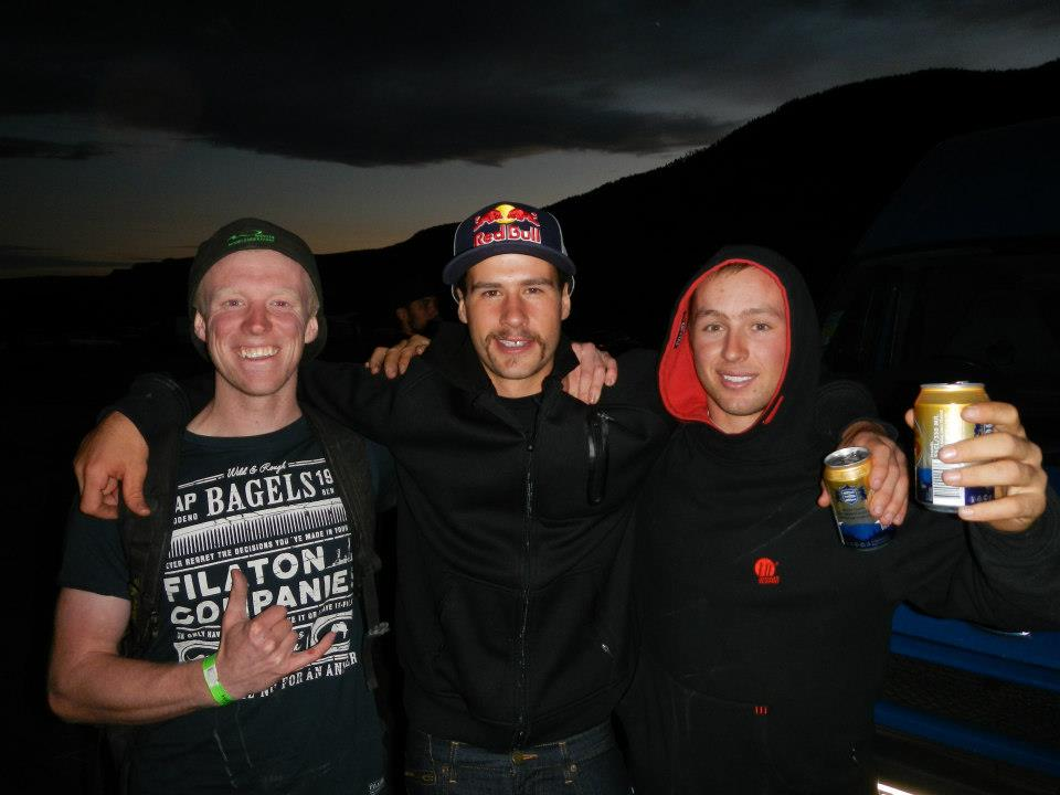 Brynn and Richard share a beer with DH WC Round 7 Winner Steve Smith